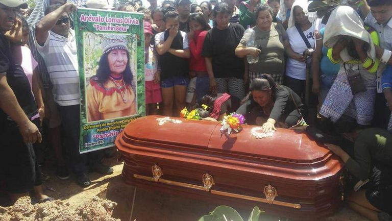 Funeral da xamã Olivia Arevalo