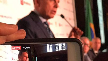 Assessor filma Doria enquanto ele fala a investidores em Nova York.