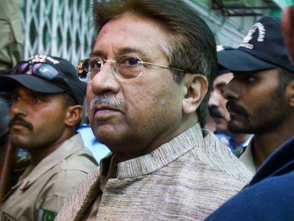 O ex-presidente Pervez Musharraf chega a um tribunal de Islamabad, em abril de 2013.