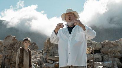 Ridley Scott durante a rodagem do episódio piloto de 'Raised by Wolves'.