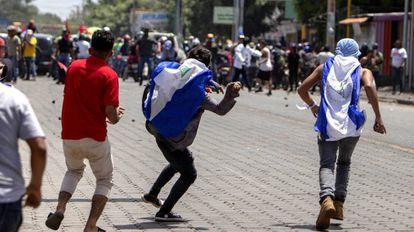 Vários manifestantes enfrentam seguidores de Daniel Ortega