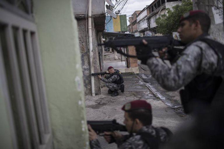 Agentes da Força Nacional, durante operação no Complexo da Maré no dia 11 de agosto.