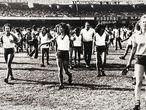 Mulheres entram em campo no festival de futebol no Morumbi.