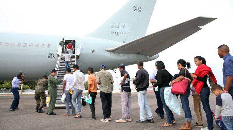 Venezuelanos embarcam com destino a São Paulo