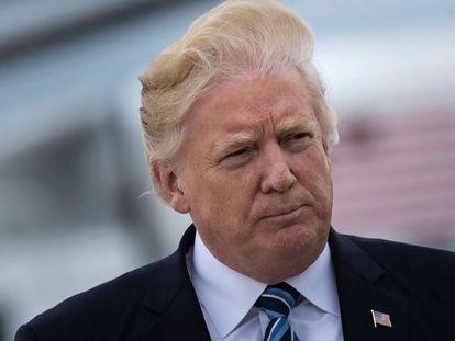 Trump ao subir no Air Force One