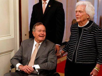 O presidente George H. W. Bush e Barbara Bush, na Casa Branca em 2012.