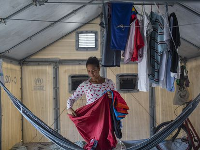 Stefanie é imigrante venezuelana e saiu de um abrigo em Boa Vista para trabalhar numa loja de vestuário em São Paulo. O processo de interiorização dos refugiados venezuelanos vivendo no Brasil é promovido pela Operação Acolhida.