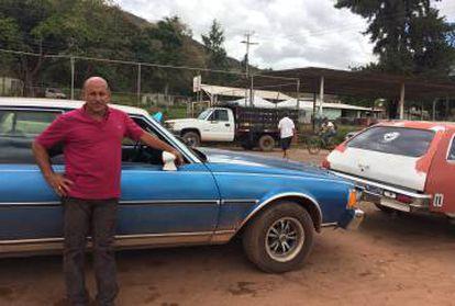 O taxista Julio Gamboa: 12 horas de fila para comprar gasolina e revender o combustível para brasileiros.