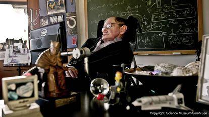 Stephen Hawking em seu escritório em Cambridge, em 2011.