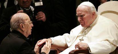 O papa João Paulo II com Marcial Maciel em 2004.