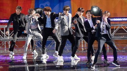 A banda BTS durante uma apresentação no popular programa americano 'Good Morning America' em maio de 2019.