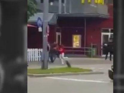 Várias televisões mostram imagens de um atirador no momento em que ele começou a disparar