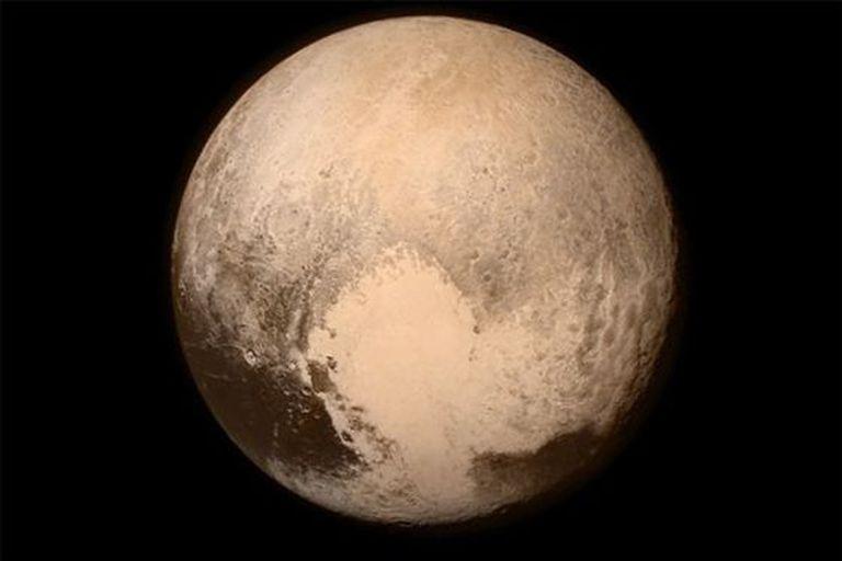 Imagem de Plutão tirada a 766.000 quilômetros de distância.