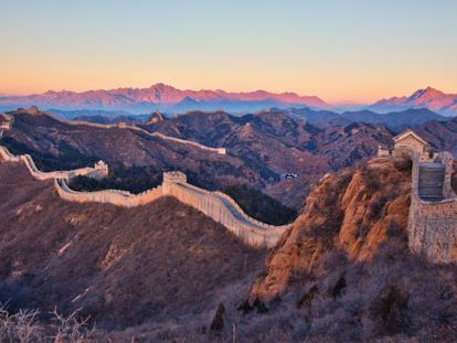A Muralha a China é grande, mas não a ponto de poder ser vista do espaço.