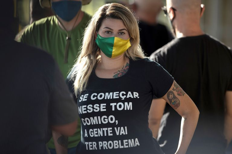 A ativista bolsonarista Sara Winter, porta-voz do grupo radical Os 300 do Brasil, em maio.