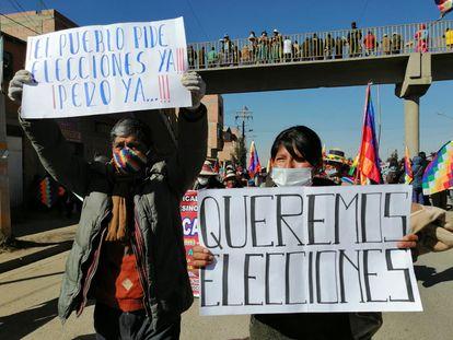 Simpatizantes do Movimento ao Socialismo (MAS), partido do ex-presidente Evo Morales, exigem a realização de eleições, nesta terça-feira.