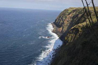 Paisagem característica da zona norte da Ilha de São Miguel dos Açores, onde o barco se escondeu