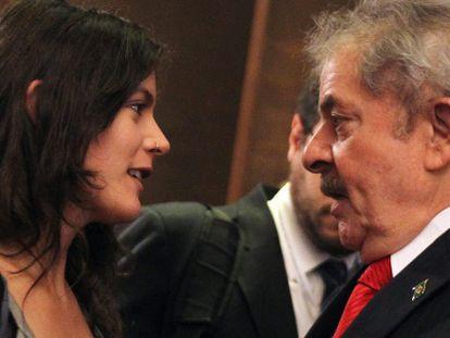 Lula e Camila Vallejo conversam durante ato na CEPAL.
