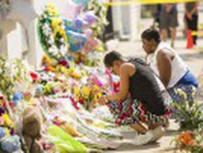 O assassino Dylann Roof disse a polícia que quase não concluiu o massacre em uma igreja porque todos eram muito amáveis com ele