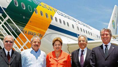 Sarney, Lula, Dilma, FHC e Collor antes de embarcarem para Johanesburgo.