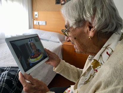 Cuidados com idosos e cuidadores na pandemia preocupam autoridades em todo o mundo.