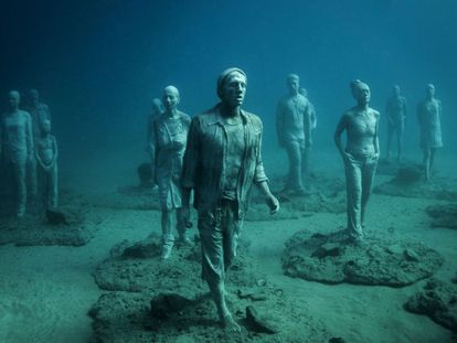 Esculturas ficam a 14 metros de profundidade.