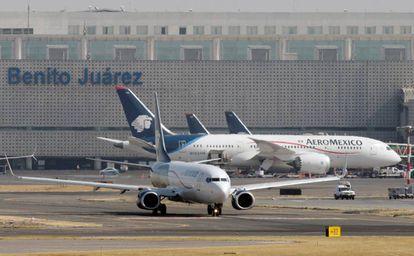 Um B-787 e um B-737 da Aeroméxico, no aeroporto da Cidade do México