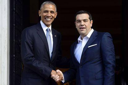 O primeiro-ministro grego cumprimenta o presidente Obama.