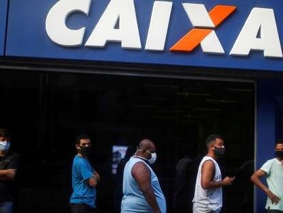 Fila em agência da Caixa no Rio de Janeiro.