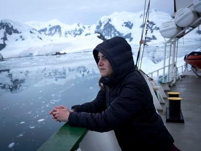 A bióloga brasileira Helena Spiritus é a chefe da expedição do Arctic Sunrise na Antártida.