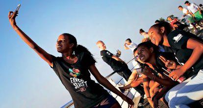 Um grupo de jovens em Rio de Janeiro.