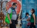 Pacientes asisten a las instalaciones del Instituto Mexicano de Enfermedades Respiratorias, ubucadas en el sur de la Ciudad de México. Este 18 de marzo el gobierno de México confirma su primera muerte por coronavirus.La víctima era un hombre de 41 años internado en el Instituto Nacional de Enfermedades Respiratorias y el Gobierno anuncia un programa de apoyo a la población para enfrentar la pandemia. 19 de marzo del 2020, Ciudad de México, México.