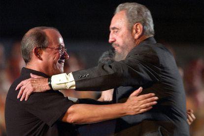 Fidel Castro e o compositor Silvio Rodríguez, em uma imagem de 2004.