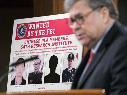 O secretário da Justiça dos EUA, William Barr, dá uma coletiva de imprensa no Departamento de Justiça para anunciar a acusação contra quatro membros do exército chinês por hackear o Equifax.