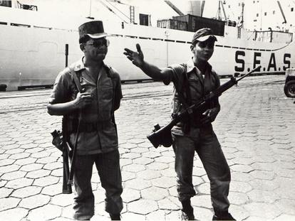 Fuzileiros no Porto de Santos durante greve em 1980.