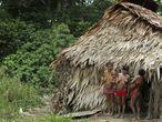 Una familia de yanomami en la reserva brasileña.