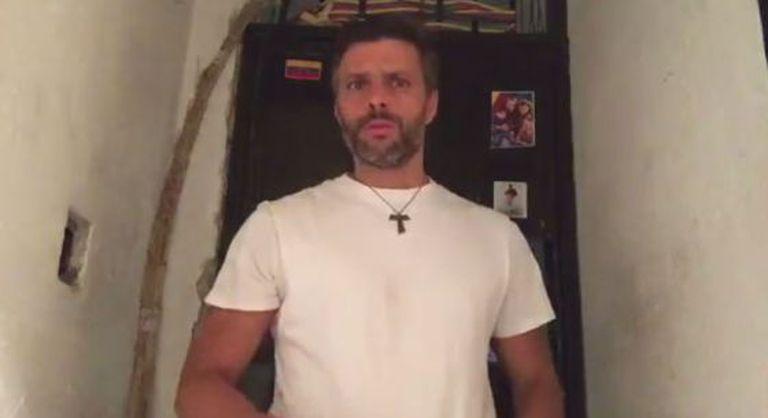 Leopoldo López, em uma captura do vídeo gravado na prisão.