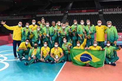 Brasil comemora prata no vôlei feminino.