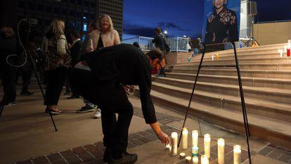 Vigília em memória de Halyna Hutchins, no sábado à noite, em Albuquerque.