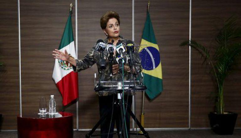 Dilma Rousseff fala à imprensa na Cidade do México.