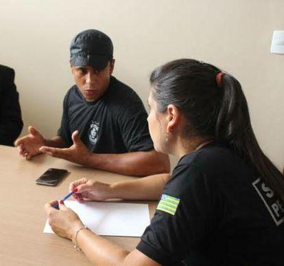 Josimar Pires Nicolau do Nascimento participa de uma reunião com integrantes da OAB.