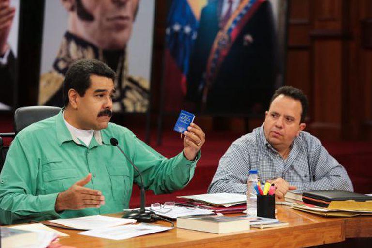 Nicolás Maduro e o ministro da Economia da Venezuela.