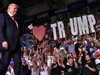 El candidato republicano a la Casa Blanca, Donald Trump, a su llegada a un acto electoral en Estero, Florida.