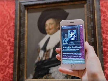 O 'app' Smartify permite que os visitantes dos museus tenham acesso a informação adicional e multimídia sobre a obra à sua frente.