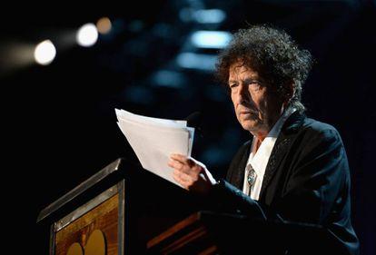 O cantor e compositor Bob Dylan em uma cerimônia da organização MusiCares em sua homenagem em Los Angeles, em 2015.