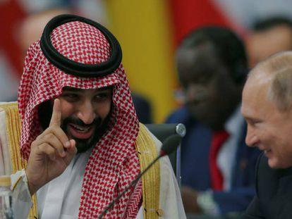Bin Salman brinca com Putin, nesta sexta-feira, em Buenos Aires.. (Sergio Moraes / Reuters) /Vídeo: Reuters