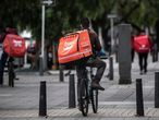 A cyclist delivery worker rides in Bogota on June 30, 2020. - Urban unemployment in Colombia rose to 24.5% in May, the highest rate since 2001, due to the effects of the COVID-19 coronavirus pandemic, the state-run National Administrative Department of Statistics (DANE) reported Tuesday. (Photo by Juan BARRETO / AFP)