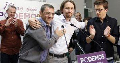 De esquerda à direita, Juan Carlos Monedero, Pablo Iglesias e Íñigo Errejón, candidatos de Podemos, em maio passado.