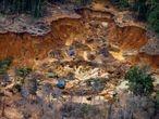 Canteiro de garimpo ilegal na região do Rio Uraricoera, na Terra Indígena Yanomami.