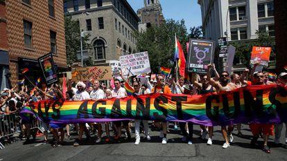 "Membros dos ""gays contra as armas""."